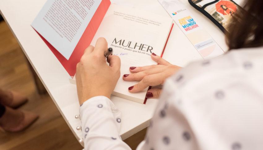 Mulher transforme suas escolhas em ferramenta de empoderamento pessoal.